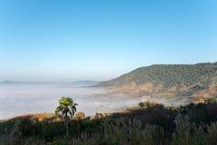 Meer des Nebels morgens bei Khao Kho, Phetchabun-Provinz, Nord-Thailand lizenzfreies stockbild