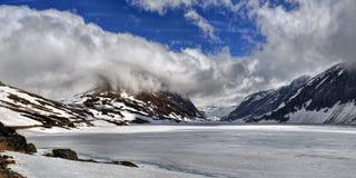 Meer Djupvatnet dichtbij Dalsnibba-berg Stock Foto's