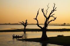 Meer door zonsondergang Stock Foto's