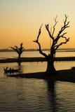 Meer door zonsondergang Royalty-vrije Stock Foto's