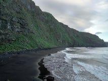 Meer durch den Berg Lizenzfreie Stockfotografie