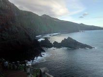 Meer durch den Berg Lizenzfreies Stockbild