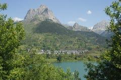 Meer en berg in Tena vallei, de Pyreneeën Stock Foto's