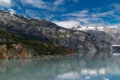 Meer en bergen in Alaska Stock Fotografie