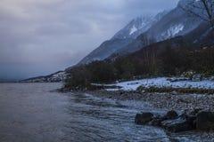 Meer en bergen IN Evian, Frankrijk Royalty-vrije Stock Afbeeldingen
