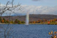 Meer en fontein stock afbeelding