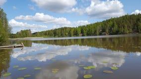Meer en hemel die in oppervlakte weerspiegelen Royalty-vrije Stock Afbeelding