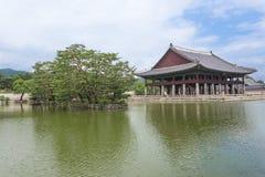 Meer en pagode bij Gyeongbokgung-Paleis Royalty-vrije Stock Fotografie