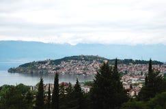 Meer en stad Ohrid, Republiek Macedonië stock afbeeldingen
