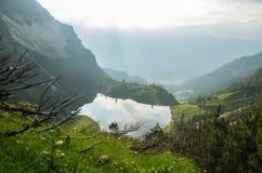 Meer Gaisalpsee in de Duitse alpen dichtbij Oberstdorf, Duitsland Royalty-vrije Stock Foto's