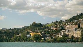 Meer Genève, een schilderachtige vijver tussen hooggebergte stock video