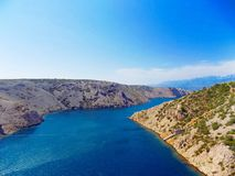 Meer, Hügel und Himmel Lizenzfreie Stockfotografie