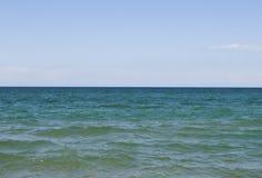 Meer, Himmel und Horizont Lizenzfreie Stockfotos