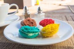 Meer kleurrijke macarons Stock Afbeeldingen