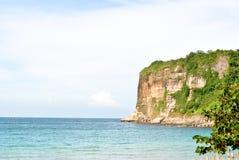 Meer, Klippe und Himmel Lizenzfreie Stockfotografie