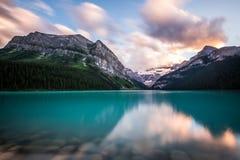 Meer Louise bij zonsondergang in het Nationale Park van Banff, Canada Royalty-vrije Stock Afbeelding