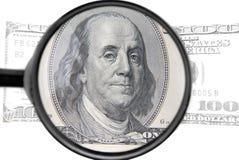 meer magnifier met dollars Stock Foto's