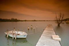 Meer met boot stock fotografie