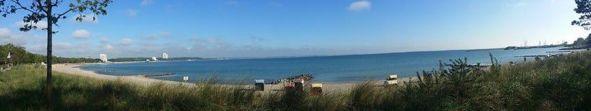Meer mit beachchair stockbilder