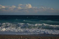 Meer mit Wellen und Wolke Lizenzfreies Stockfoto