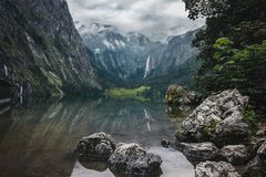 Meer Obersee en Rothbach-Waterval - de Alpen - Duitsland Royalty-vrije Stock Foto's