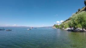 Meer Ohrid en Jovan Kaneo-kerk stock video