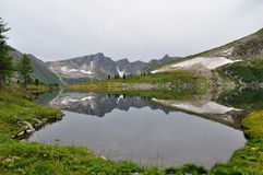 Meer op bergen Royalty-vrije Stock Afbeelding