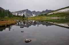 Meer op bergen Royalty-vrije Stock Afbeeldingen