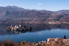 Meer Orta, beroemd Italiaans landschap Stock Foto