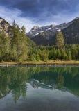 Meer Plansee in Oostenrijk met panorama van de Alpen stock fotografie