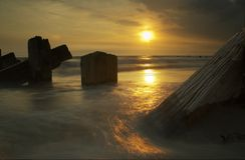 Meer, Pole und Sonnenuntergang Stockfoto