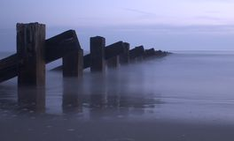 Meer, Pole und Sonnenuntergang Stockbilder