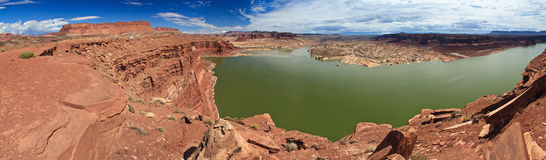 Meer Powell en de Rivier van Colorado in Glen Canyon National Recreation Area Utah Stock Afbeeldingen