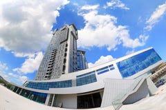 Meer ragt Wolkenkratzer in Gdynia, Polen hoch Stockfoto