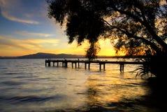 Meer Rotorua bij Zonsondergang. Het noordeneiland, Nieuw Zeeland Stock Afbeelding