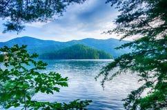 meer santeetlah in grote rokerige bergen Noord-Carolina royalty-vrije stock foto