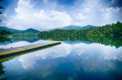 meer santeetlah in grote rokerige bergen Noord-Carolina royalty-vrije stock afbeelding