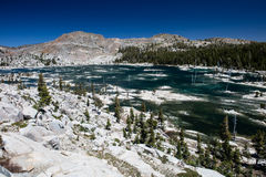 Meer in Siërra Nevada Mountains, Californië stock foto's