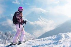 Meer skiier vrouw. De alpen Stock Fotografie