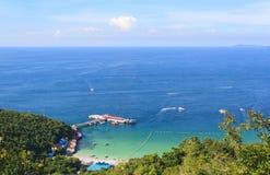 Meer in Sommer Koh Lan-Insel vom Hügel Stockbild
