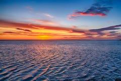 Meer am Sonnenuntergang Lizenzfreies Stockbild