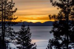 Meer Tahoe bij zonsondergang Stock Foto