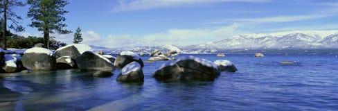 Meer Tahoe in Wintertijd stock afbeeldingen