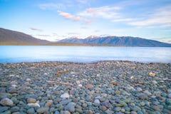 Meer Te Anau die langs de lengte aan Murchison-Bergketen kijken royalty-vrije stock afbeelding