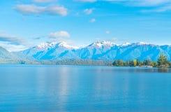 Meer Te Anau die langs de lengte aan Murchison-Bergketen kijken royalty-vrije stock foto