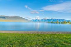 Meer Te Anau die langs de lengte aan Murchison-Bergketen kijken royalty-vrije stock foto's