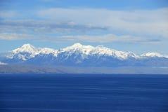 Meer Titicaca zoals die van Isla del Sol wordt gezien Royalty-vrije Stock Afbeelding