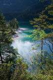 Meer Tovel in het Dolomiet Brenta stock foto's