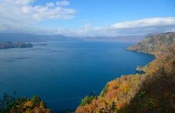 Meer Towada in de Herfst, in Aomori en Akita, Japan stock afbeeldingen