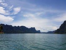Meer und blauer Himmel Lizenzfreies Stockfoto